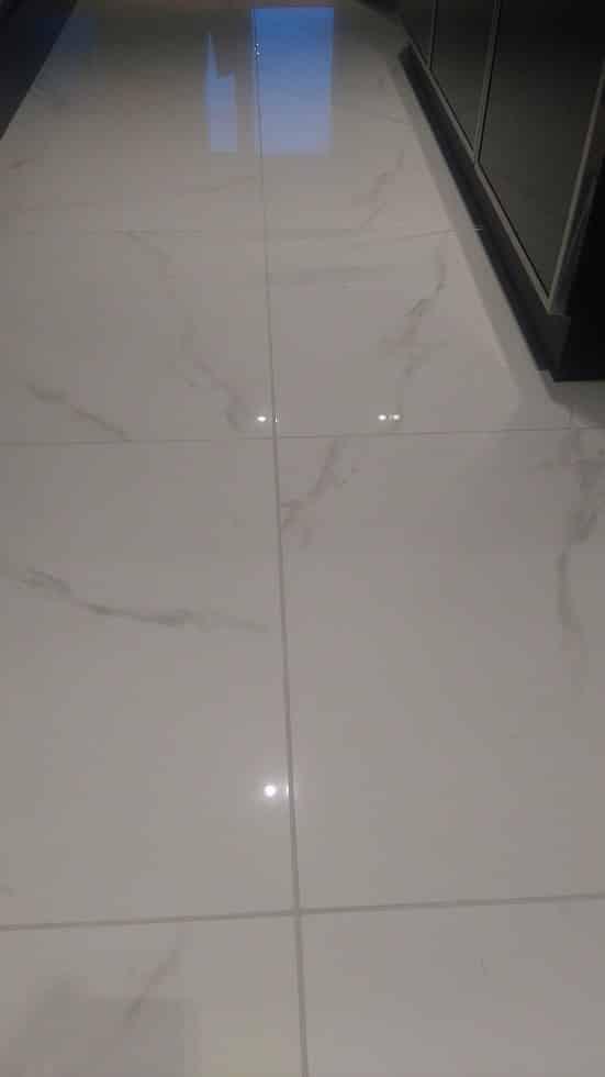 Lapin Sisustuspalvelu Oy Rovaniemi Valkoiset marmoriset lattialaatat